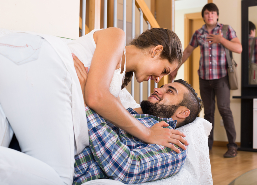 Муж подглядовал как ебут его жену